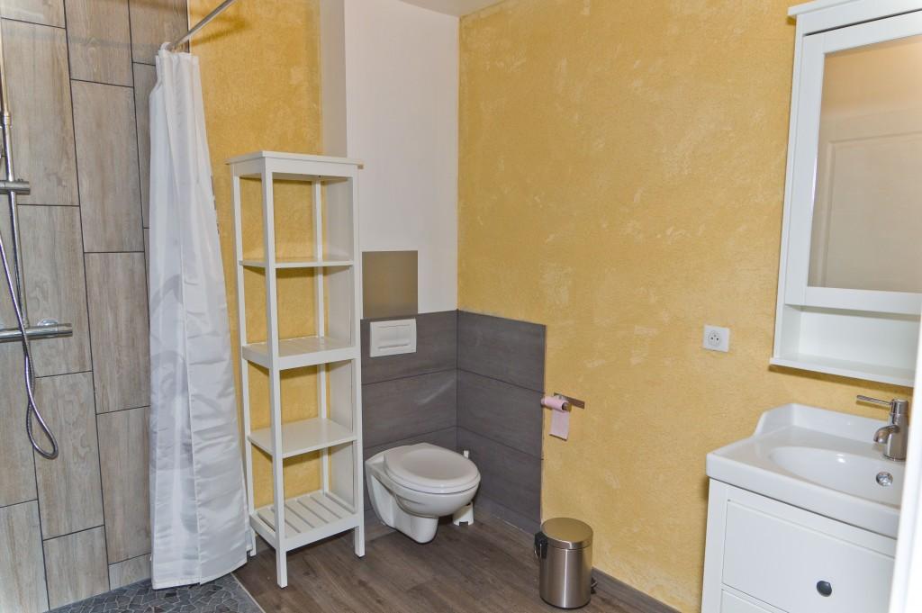 chambre n 2 avec 2 lits simples et salle d eau privative rdc le vallon de saint eloi. Black Bedroom Furniture Sets. Home Design Ideas