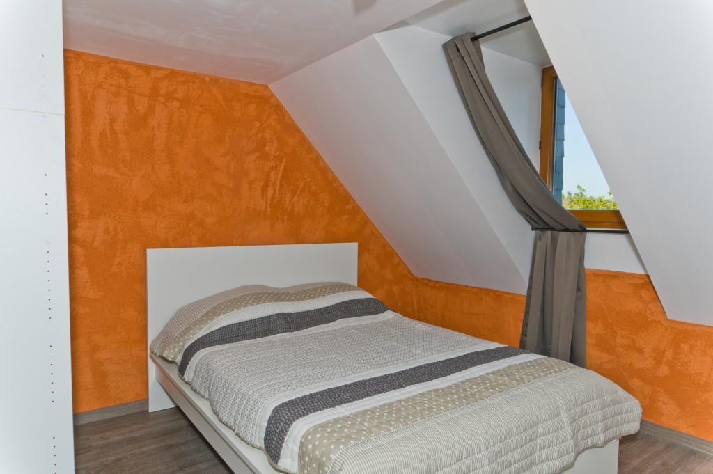 chambre n8 avec lit double et salle deau privative 1er etage